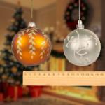 Sapins de Noël : Jean Castex signe un décret pour réglementer l'écart entre les boules